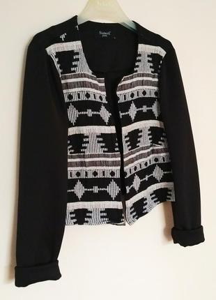 Красивый укороченный пиджак жакет с этно принтом