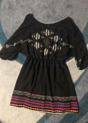 Stradivarius красивое платье вышиванка