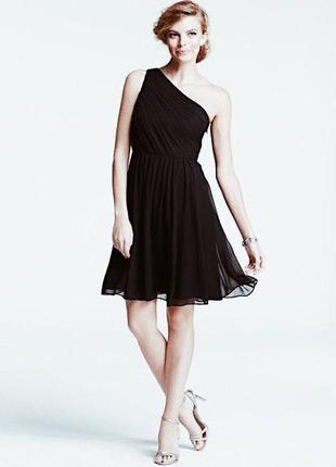 Черное шифоновое платье на одно плечо