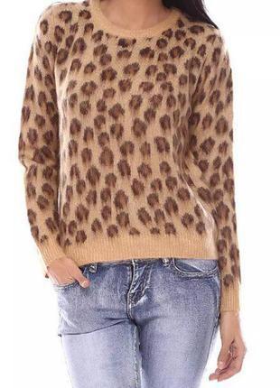 Очень стильный свитерок в интересный принт.  befree