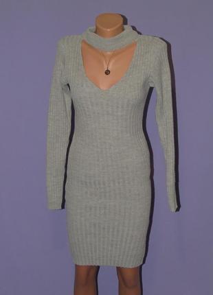 Серое вязанное платье с чекером
