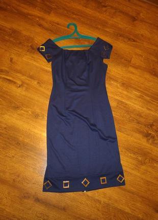 Эффектное платье-футляр с подарком
