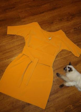 Элегантное платье-футляр реглан