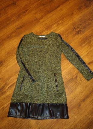 Теплое платье со вставками экокожи