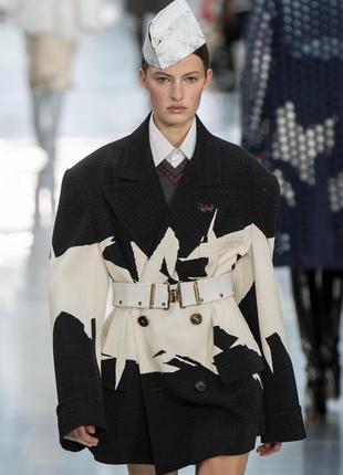 Стильный теплый пиджак блейзер курточка пальто