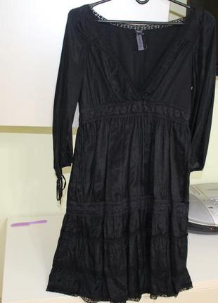 Очень красивое нарядное платье stradivarius с декольте.