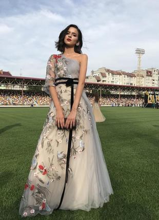 Шикарне випускне плаття
