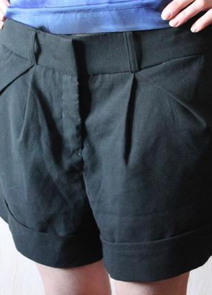 Брендовые шорты в деловом стиле осенние