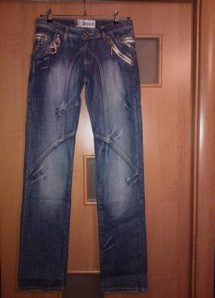 Новые стильные синие джинсы замечательного качества