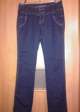 Новые джинсы красивого синего цвета