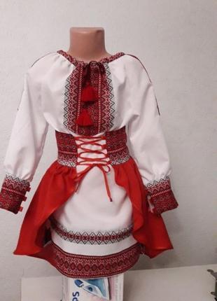 Красивый украинский костюм вышиванка