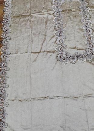 Красивая бархатная скатерть с кружевом 160*220 , тренд. в наличии расцветки