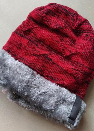 Тёплая зимняя красная шапка унисекс пушистая шапка