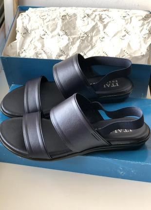 Новые итальянские босоножки куплены в италии модноного синего цвета, как пушинки!