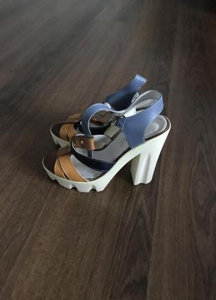 Босоножки новые на платформе и на каблуке