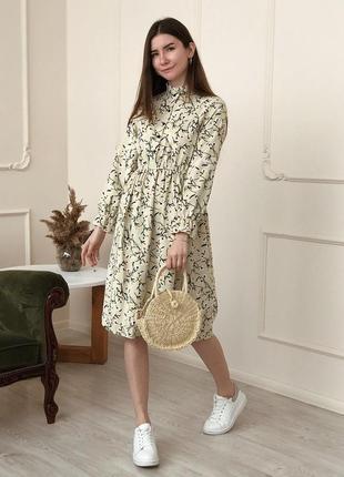 Красивое велюровое платье с цветочними узорами