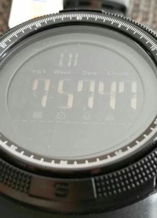 Продам новые спортнивные часы