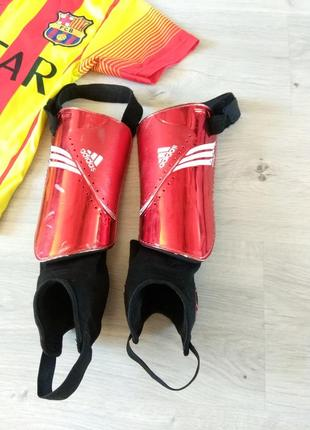 Фирменные щитки футбольные. adidas +f 50