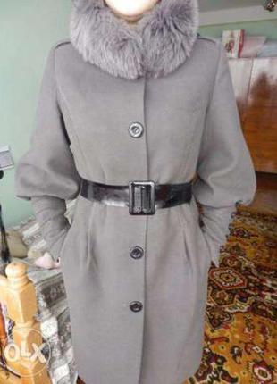 Кашемировое пальто с натуральной опушкой из песца