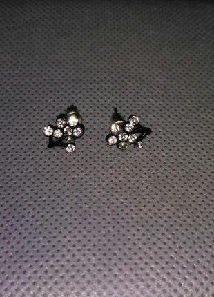 Серьги-гвоздики с камушками