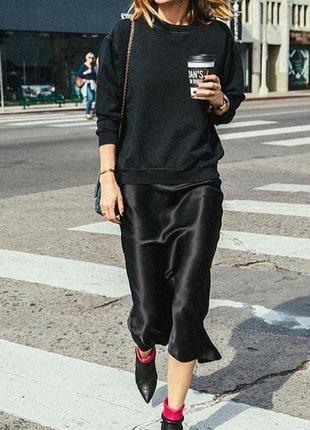 Модная сатиновая юбка черная есть цвета