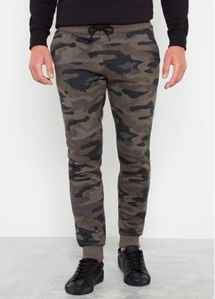 Мужские спортивные штаны с камуфляжным принтом f&f
