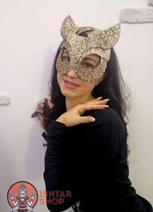 Серебрянная и золотая маска кошки