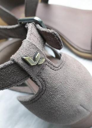 Koolaburra by ugg замшевые босоножки цвета на удобном каблуке3 фото