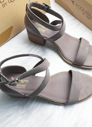 Koolaburra by ugg замшевые босоножки цвета на удобном каблуке5 фото