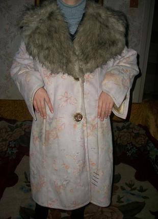Пальто-дубленка женская бежевая с цветочным принтом!