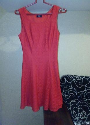 Нарядное гипюровое платье ярко-красного цвета от f&f