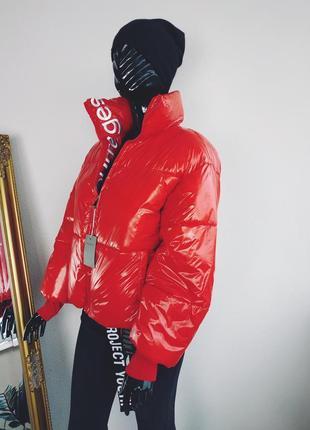 Куртка зефирка оверсайз лаковая в стиле calvin klein