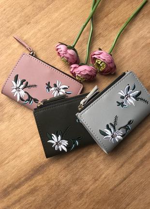 Интересный кошелёк с вышивкой