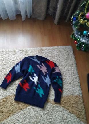 Вязаный шерстяной свитер