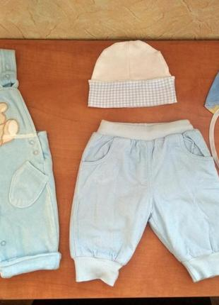 Комплект для мальчика 0-3 мес (штанишки, песочник, шапка, царапки).