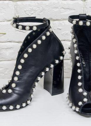 Эксклюзивные кожаные черные открытые  туфли с жемчугом