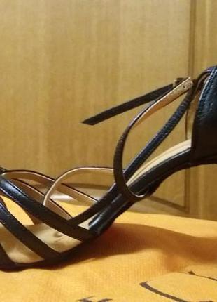 Обувь для танцев. новые. размер 40.