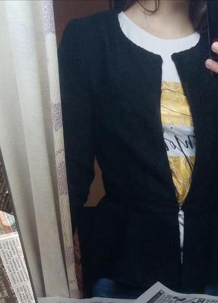 Черный  пиджак с баской
