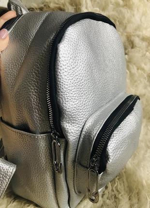 Небольшой рюкзачок серебрянного цвета silver