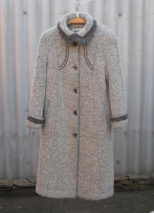 Теплое зимнее пальто 48-го размера