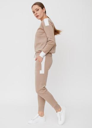 Модный прогулочный костюм