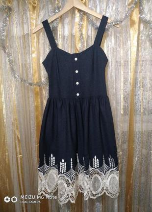 Очень красивое льняное платье с кружевом