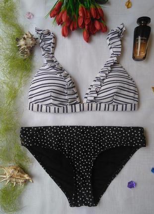 Раздельный черно-белый купальник с воланчикaми