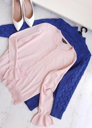 Нежная розовая кофточка на пуговицах.