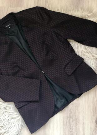 Приталенный пиджак красивого баклажанового цвета