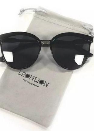 Очки, солнцезащитные очки