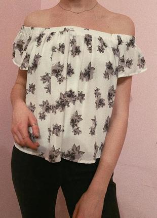 Блуза на спущених плечах