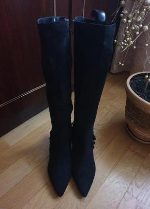 Високі чоботи із еко-замші,мають легке утеплення і устілка нат.шкір 38 рр