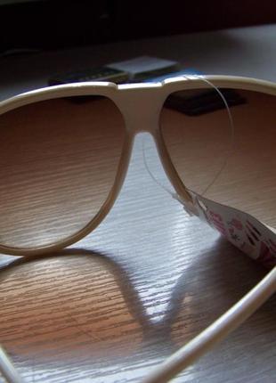 Распродажа солнцезащитные бежевые очки авиаторы с дымчатыми коричневыми линзами3 фото