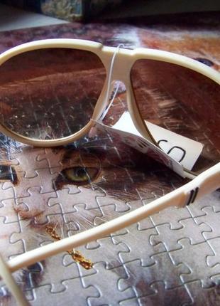 Распродажа солнцезащитные бежевые очки авиаторы с дымчатыми коричневыми линзами5 фото
